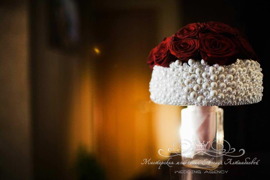 Букет невесты из роз и жемчуга