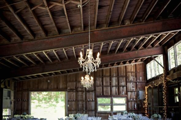 Люстра в оформлении свадьбы