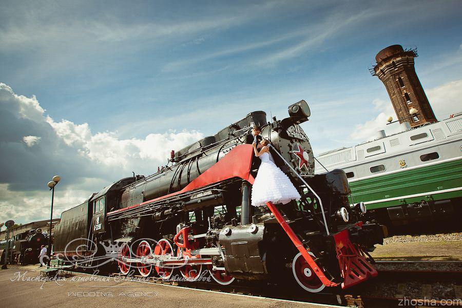 Свадебная фотосессия в музее железнодорожной техники
