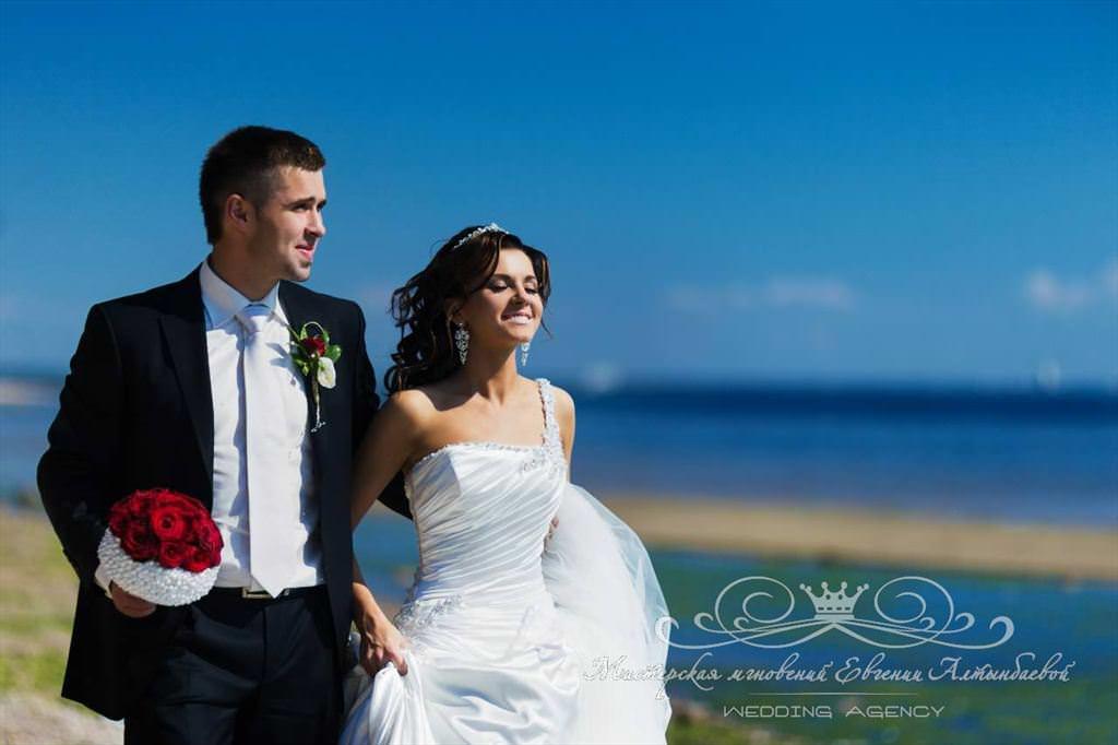Свадебная прогулка по берегу Финского залива