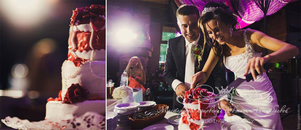 бело-красный Свадебный торт