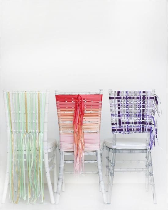 Варианты оформления стульев для свадьба атласными лентами