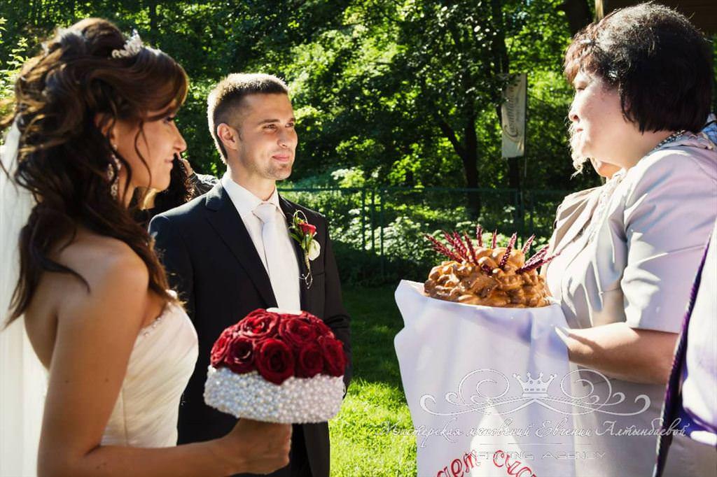 Встреча с караваем на свадьбе