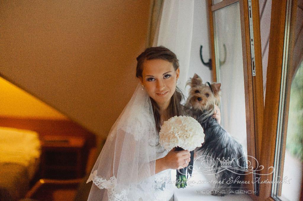 Утро невесты, фата, свадебная причёска и макияж