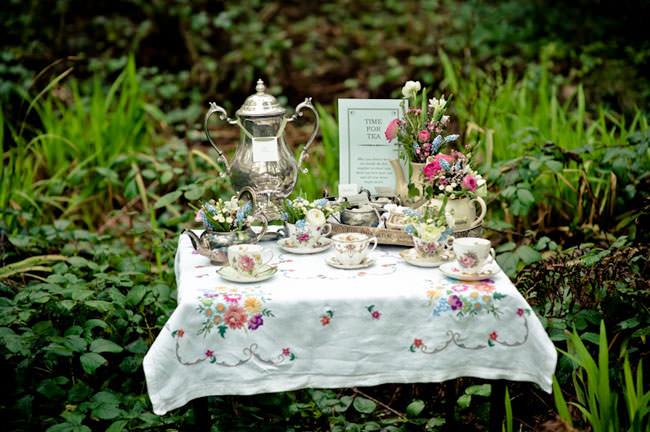 Свадебное чаепитие на природе