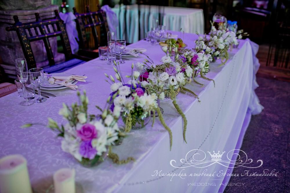 Декор президиума цветами и тканями