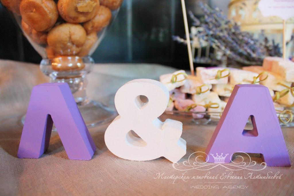 Деревянные буквы в свадебном декоре