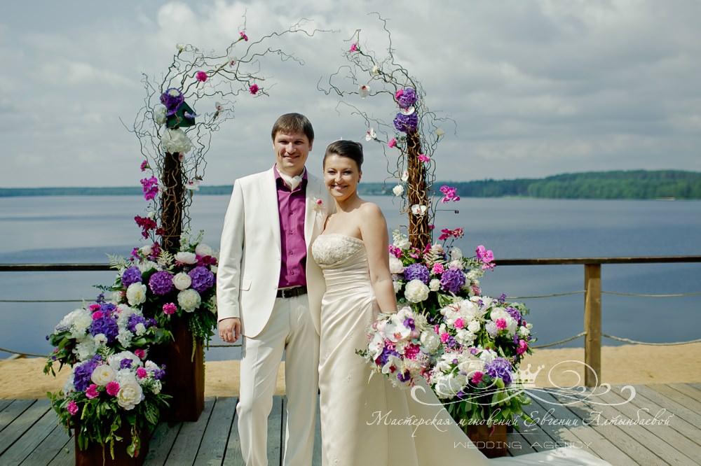 Оригинальная свадебная арка в Лесной рапсодии