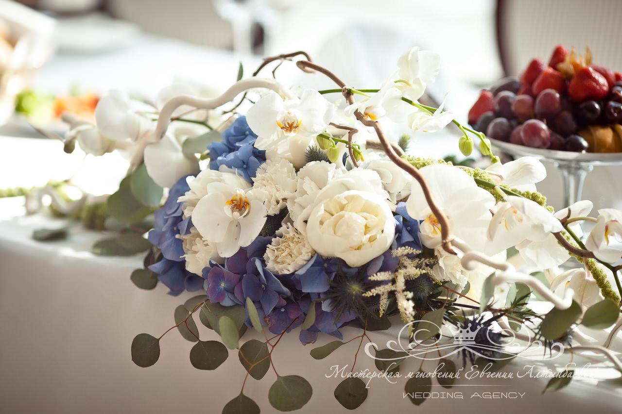 Композиция из цветов в морском стиле в яхт-клубе терийоки