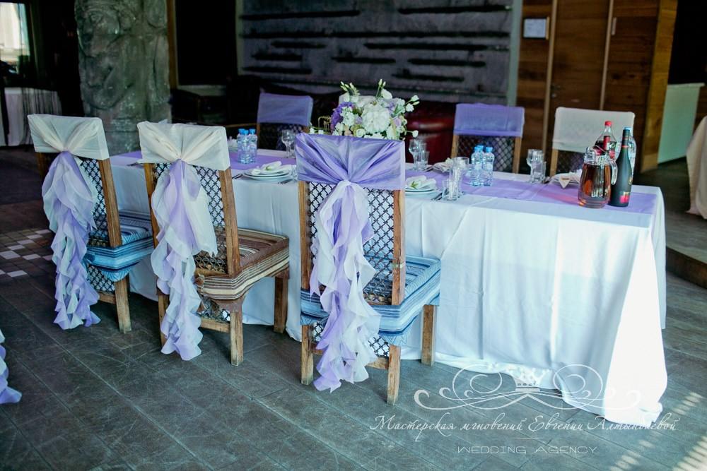 Красивое оформление стульев на свадьбе