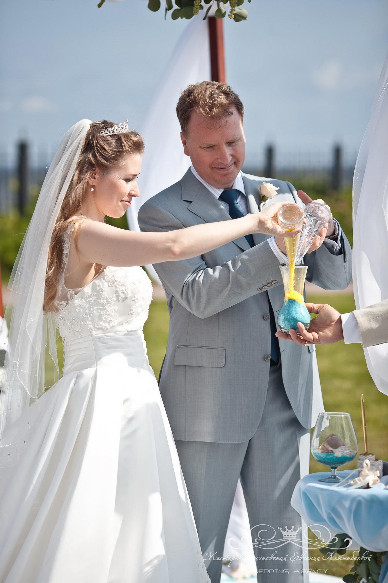 Песочная церемония на свадьбе в морском стиле