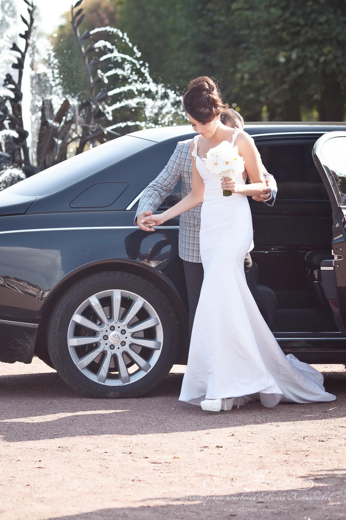 Появление невесты на выездной регистрации