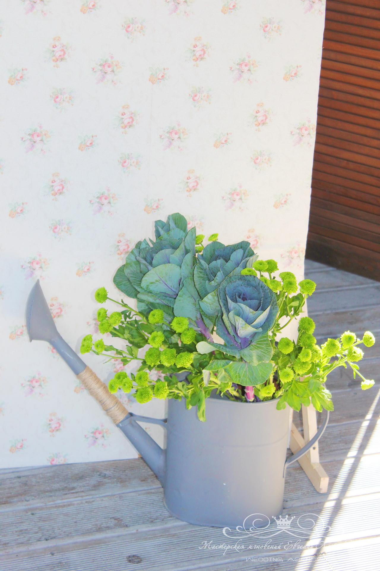 Садовая лейка для антуража