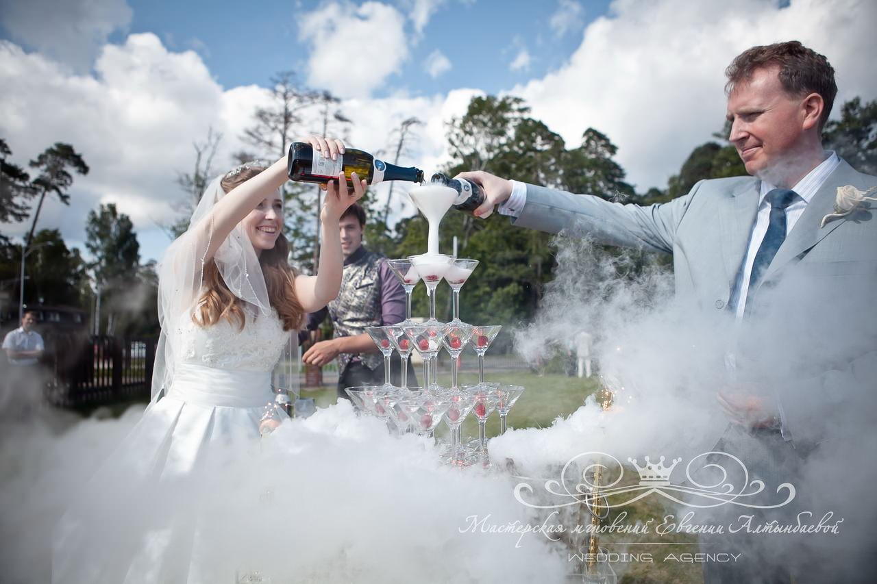 Свадебная горка шампанского