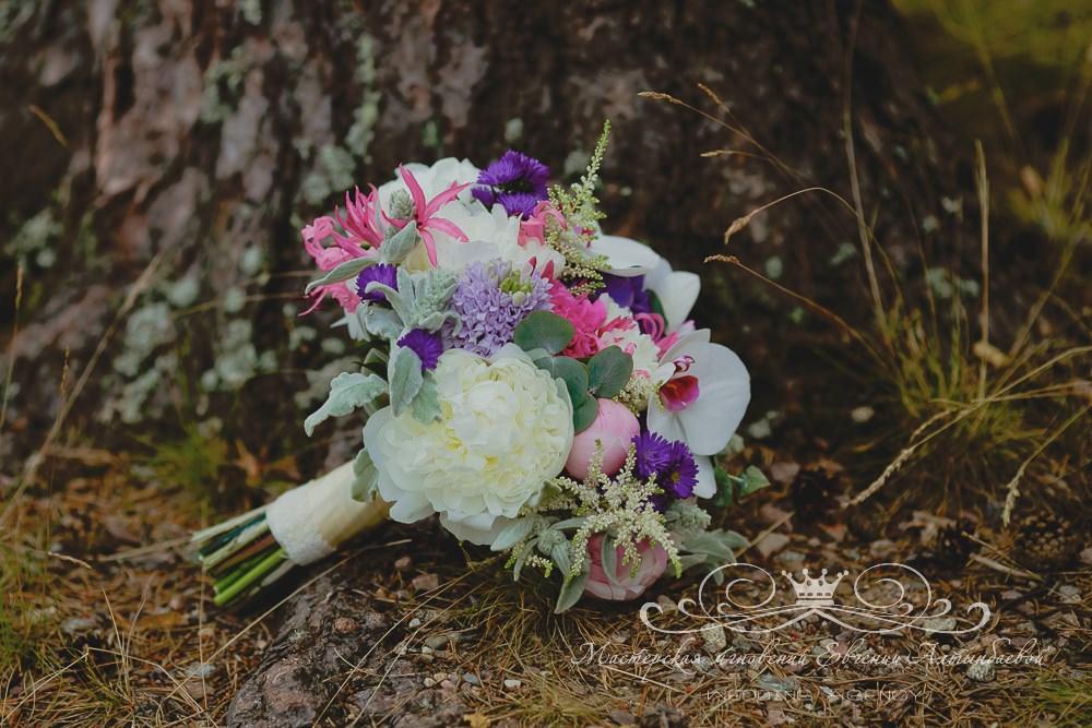 Яркий стильный букет невесты