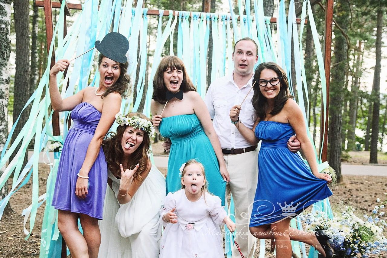 idei-dlya-fotosessii-s-gostyami-na-svadbe