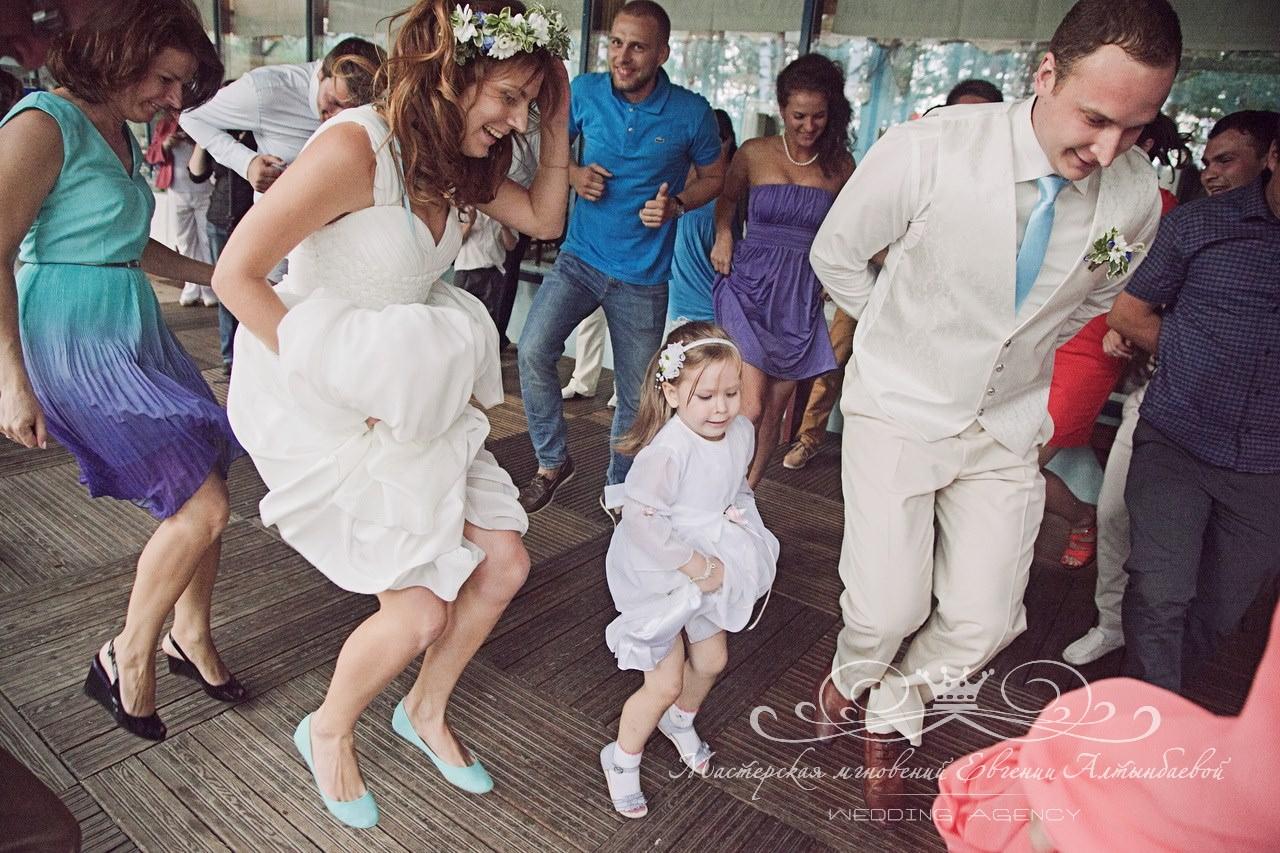 zazhigatelnye-tantsy-na-svadbe