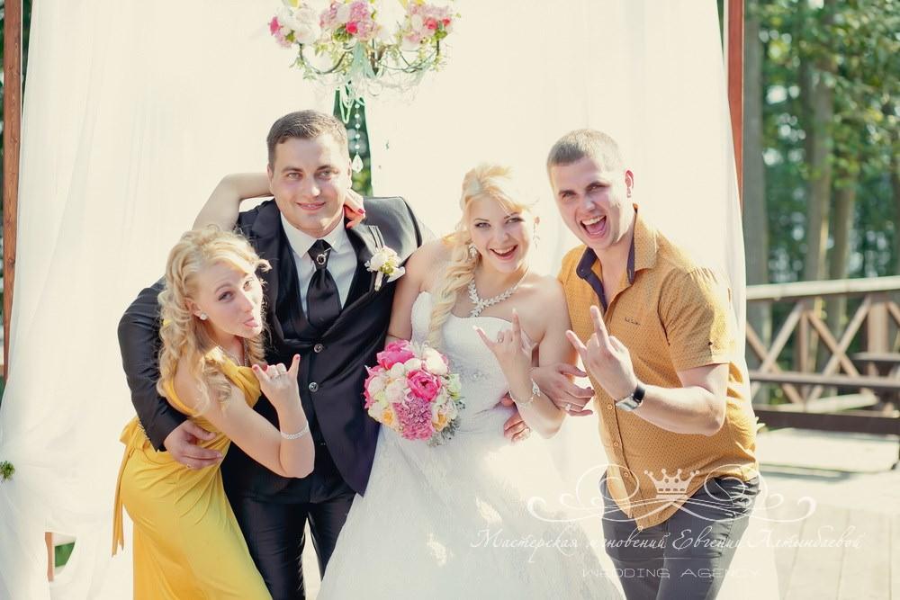 Фотосессия с женихом и невестой на свадьбе