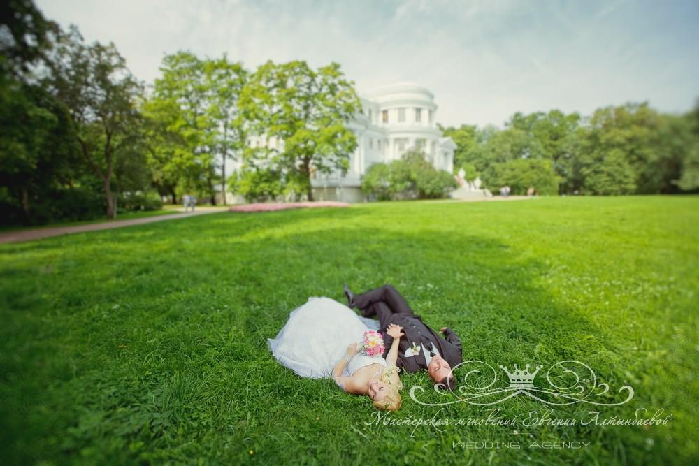 Фотосессия жениха и невесты у Елагина дворца