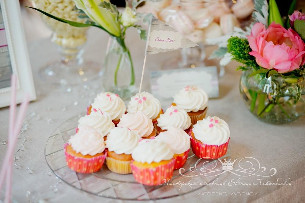 Капкейки для сладкого стола на свадьбе