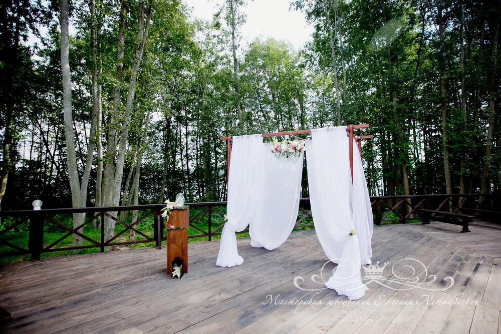Красивая свадебная арка в стиле Кантри шик