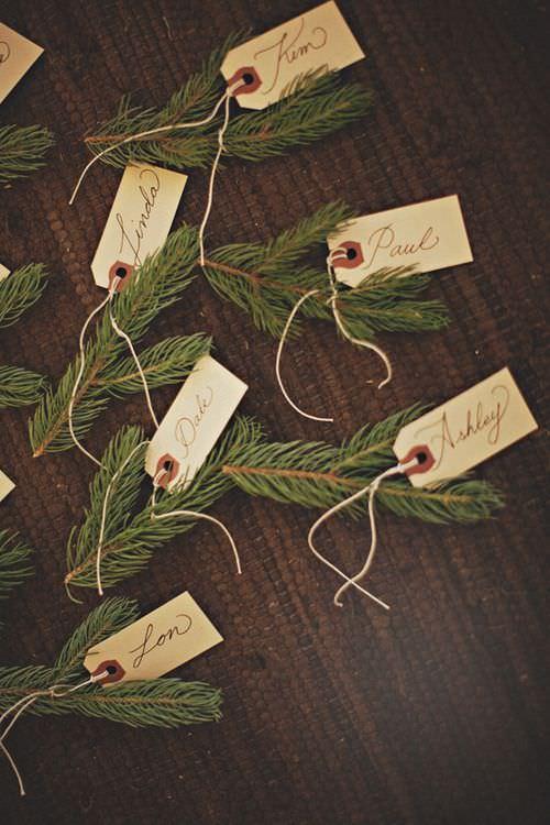 Карточки рассадки на свадьбу с еловыми ветками