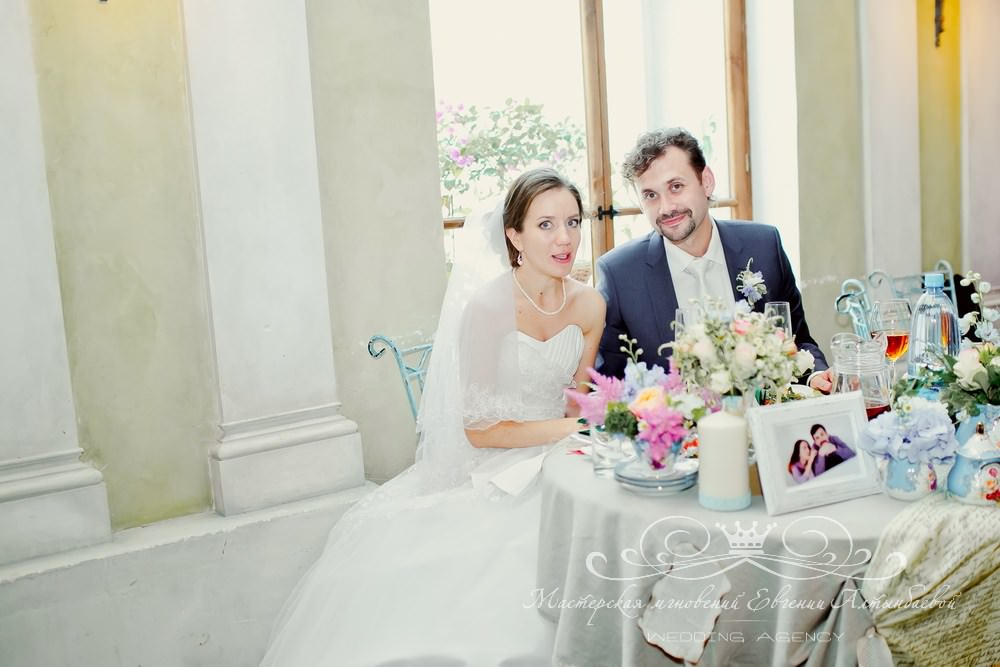 Президиум на свадьбе для молодоженов