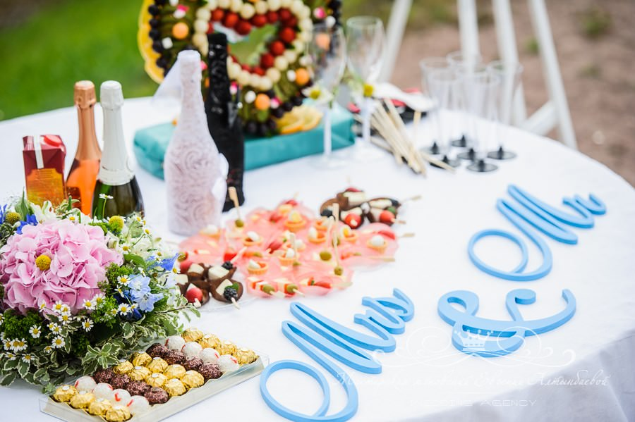 Деревянные слова на свадьбе