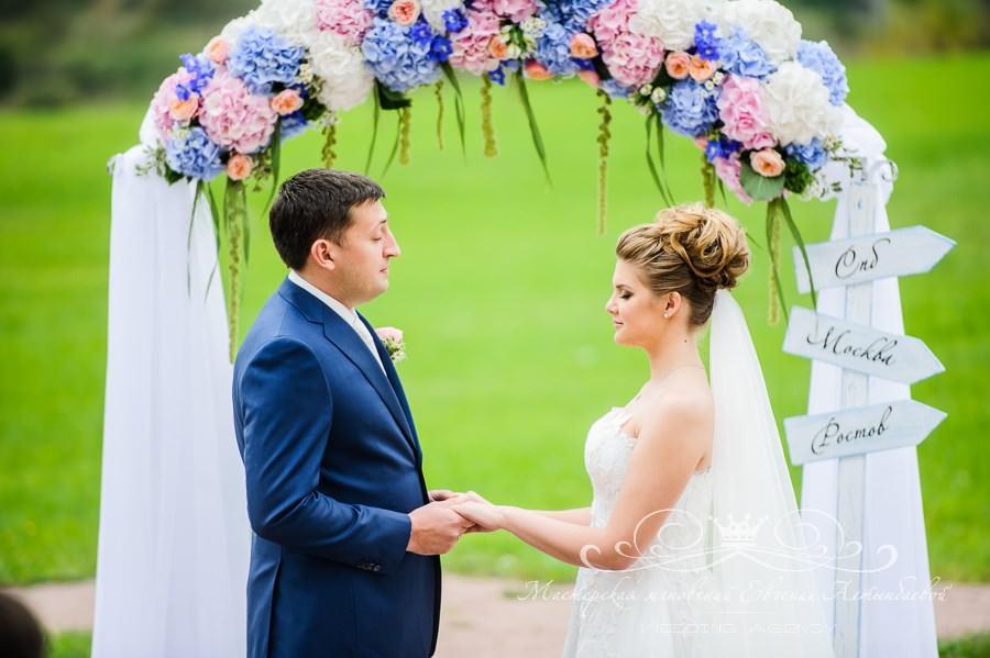 Красивая свадебная арка из цветов