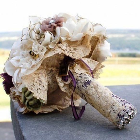 Кружевное оформление ручки свадебного букета