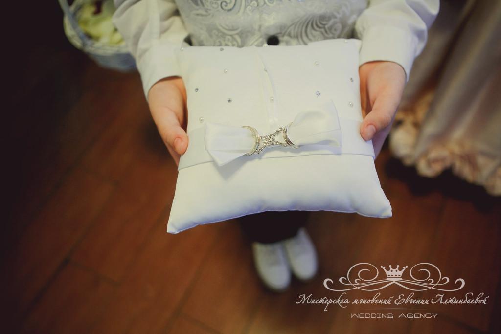 подушечка для колец на свадьбе