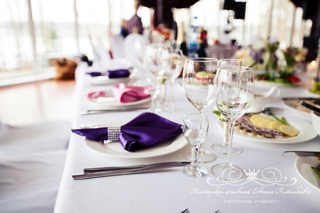 Банкетные салфетки фиолетового цвета