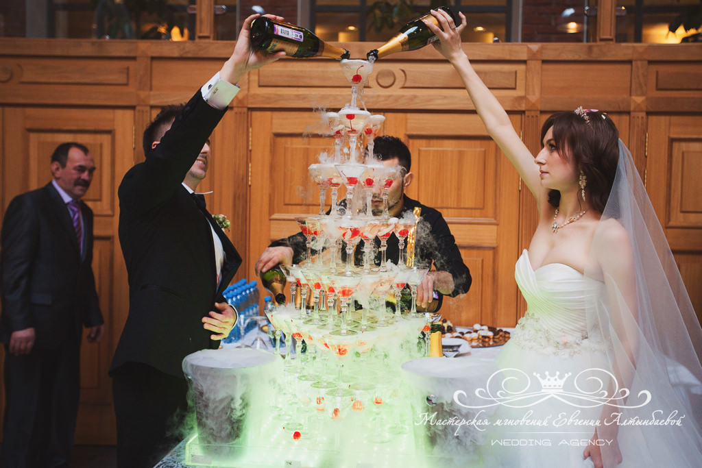 Горка шампанского Спб