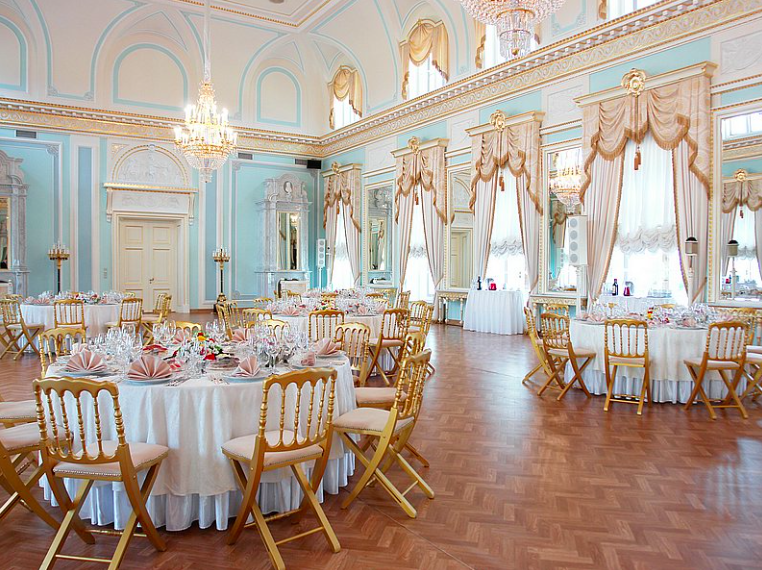 Голубой зал Контантиновского дворца