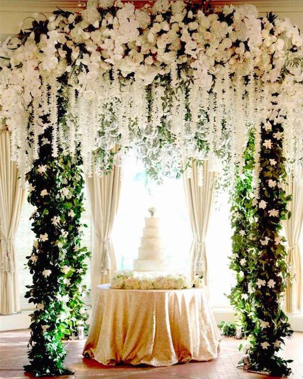 Свадебная арка из цветов на vip-свадьбу
