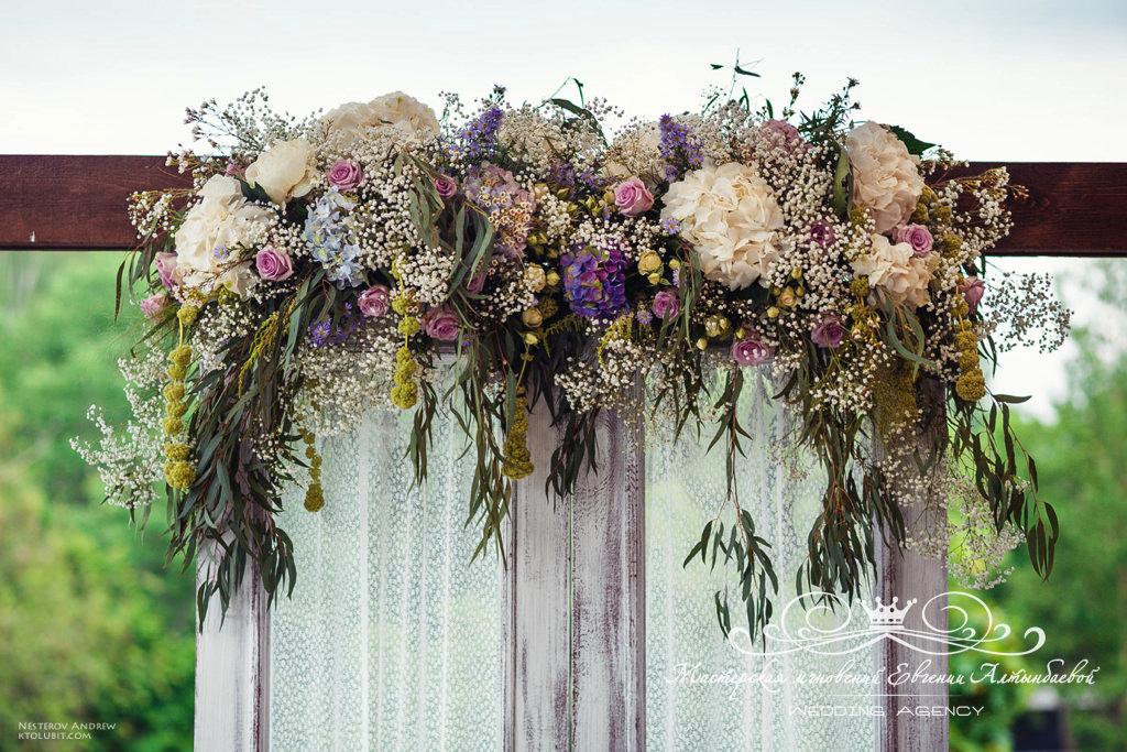 Красивое оформление свадьбы цветами