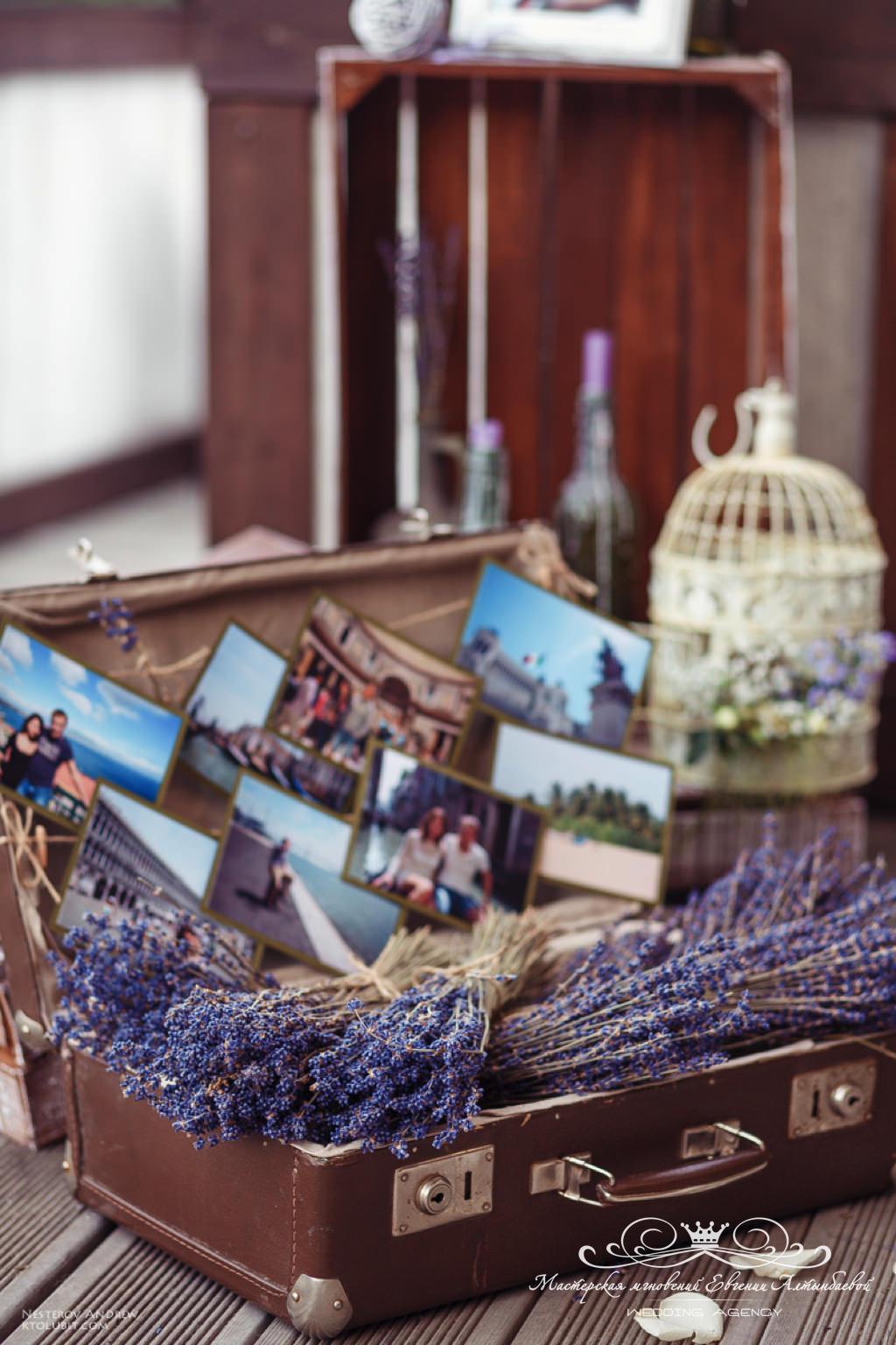 ретро чемоданы и другие элементы декора в данной тематике