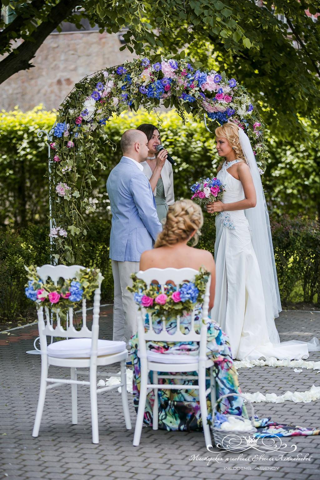 Нежное оформление свадьбы цветами