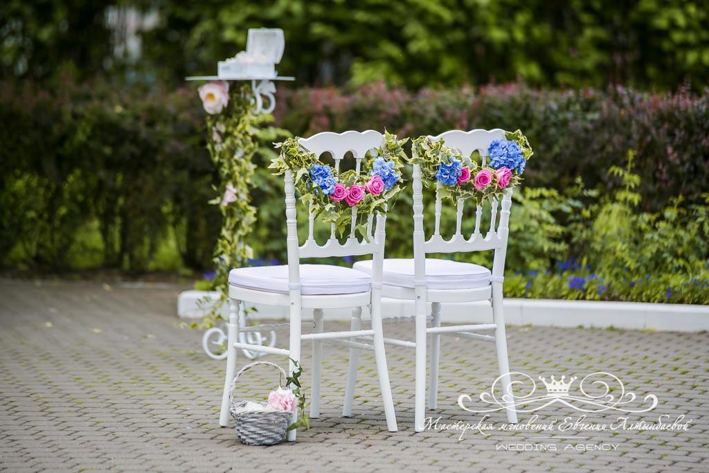 Оформление свадьбы живыми цветами и тканями