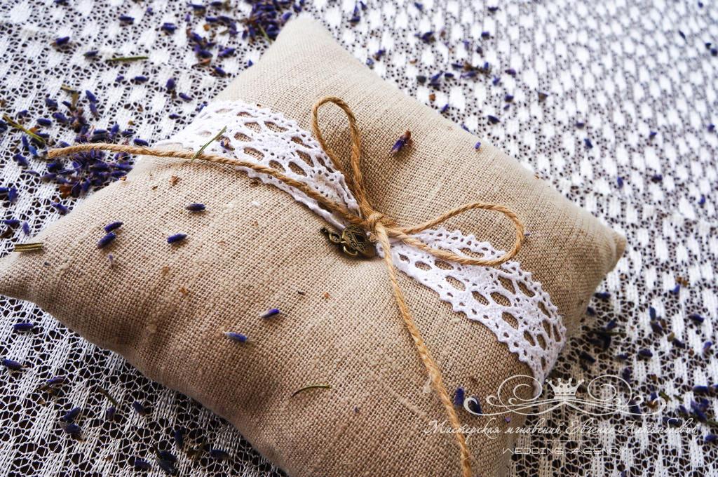 Подушечка для колец из льна на свадьбе в стиле Прованс