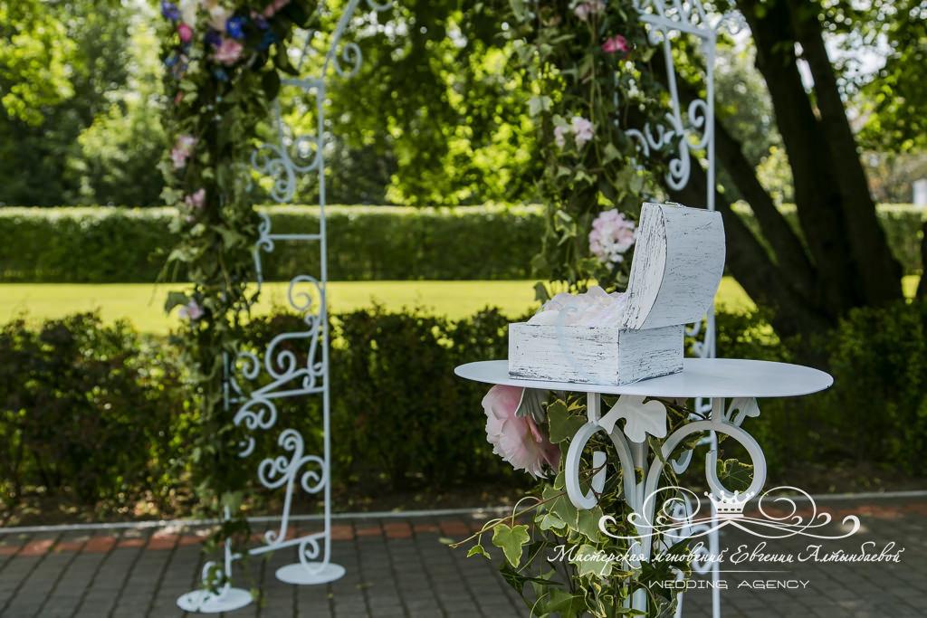 Шкатулка для колец на свадьбе