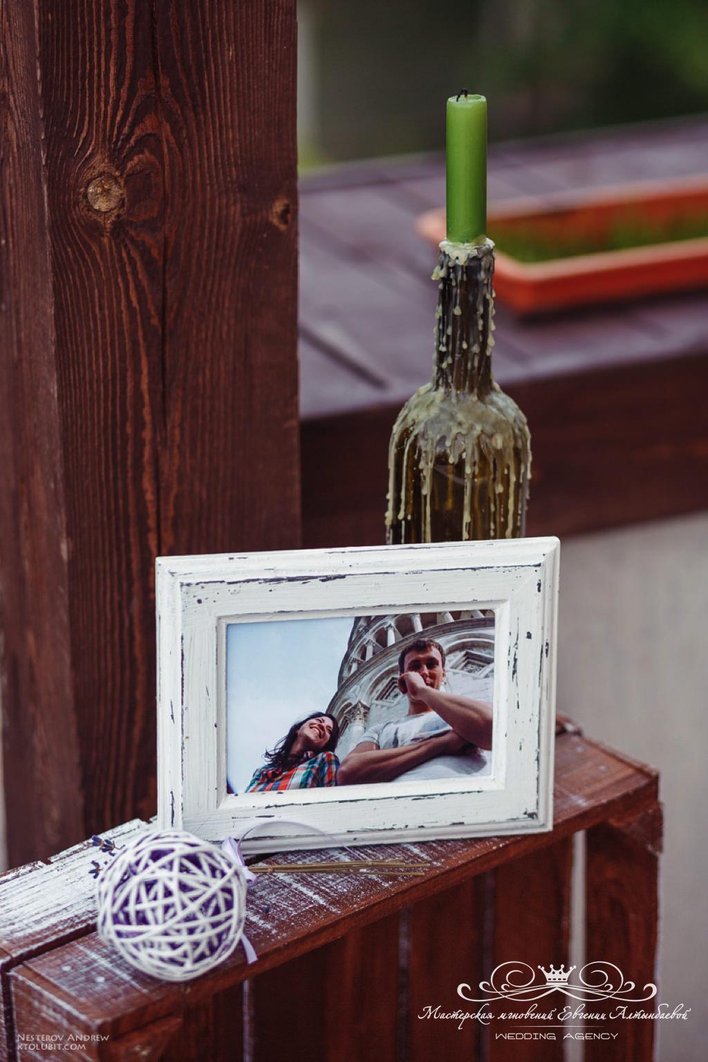 Винные бутылки в оформлении свадьбы