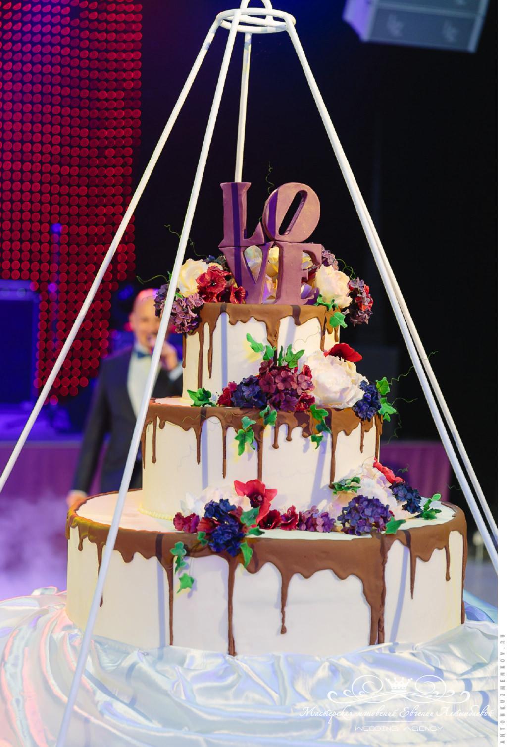 Роскошный свадебный торт в Летнем дворце