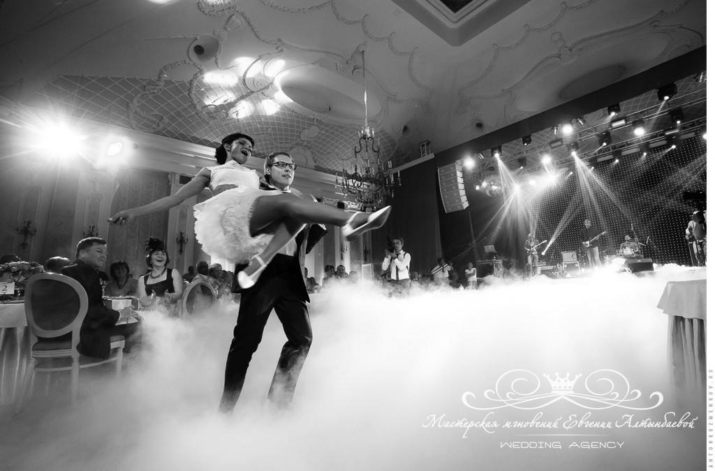 Танец жениха и невесты на свадьбе