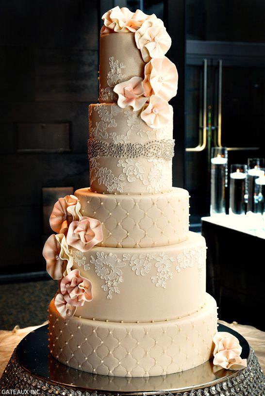 Роскошный классический свадебный торт