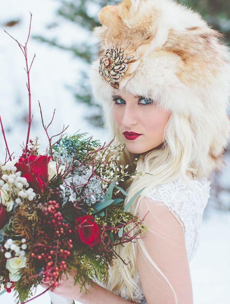 Стильный букет невесты для свадьбы в русском стиле