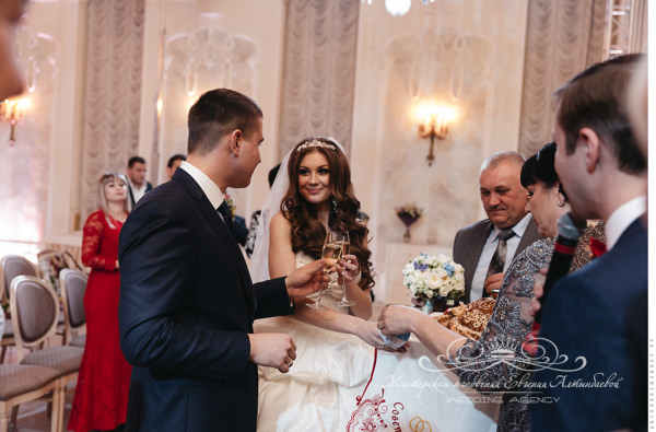 karavay-na-svadbe-v-letnem-dvortse
