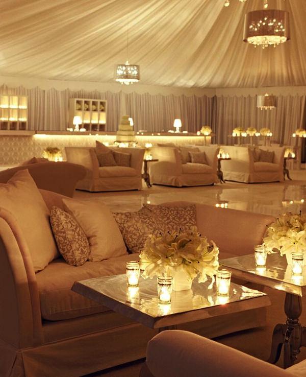 Лаундж-зона на свадьбе у шатре