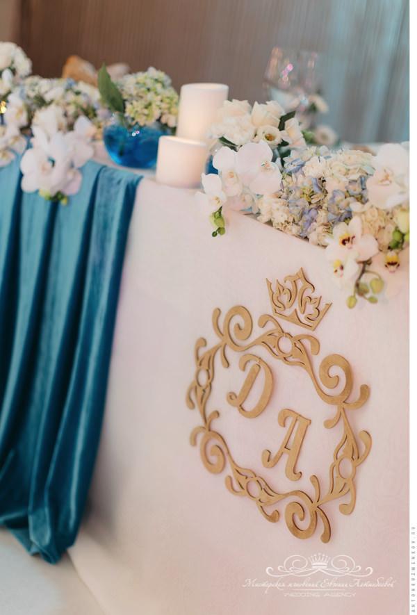 Свадебная монограмма на президиуме