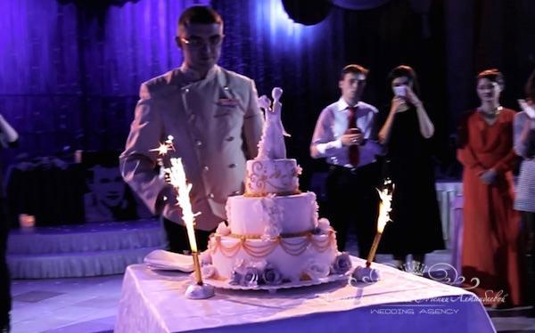 Торт на свадьбе во дворце